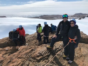 All the hikers at the top of the Nunatak.